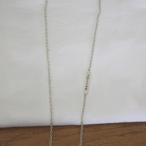 Petit bar necklace